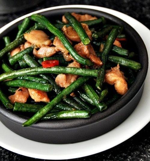 Resep Tumis Kacang Panjang enak dan mudah untuk dibuat. Di sini ada cara membuat yang jelas dan mudah diikuti.