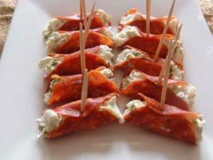 We make these with salami and cream cheese and they are yummy!  Easy Pepperoni Appetizers  #appetizer #apéritifs #tapas