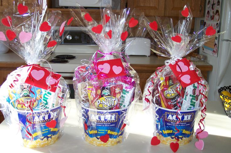 Easy to assemble Valentine baskets! ♥