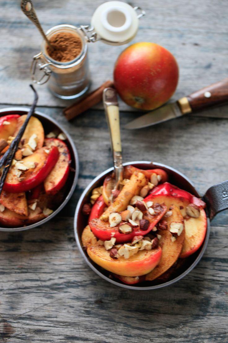 Bagte æbler med kanel smager godt og er lette at lave. De er sunde og smager rigtig dejligt, og bagte æbler med kanel kan udgøre et hyggeligt mellemmåltid.