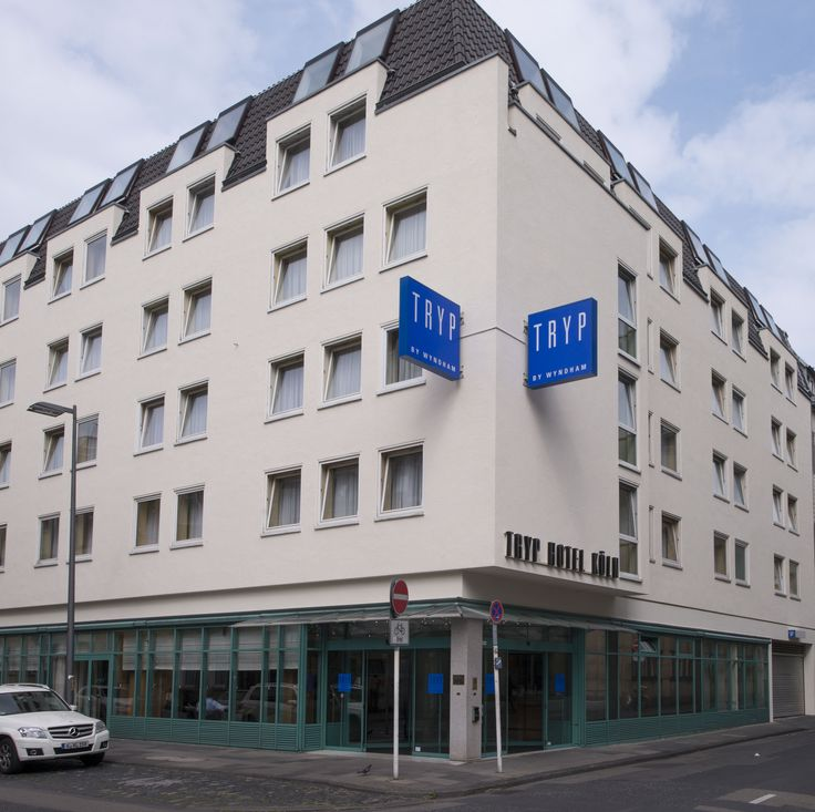 The most central location possible: The four-star TRYP by Wyndham Hotel Köln City Centre is situated a stone's throw away from Cologne's main train station, the Cologne Cathedral and the Rhine promenade, thus making it popular with those on business and tourists.
