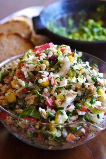 こんなにたくさんの具材が入ったチョップサラダなら、これだけでも栄養満点で満足感も◎ダイエットにぴったりですね。
