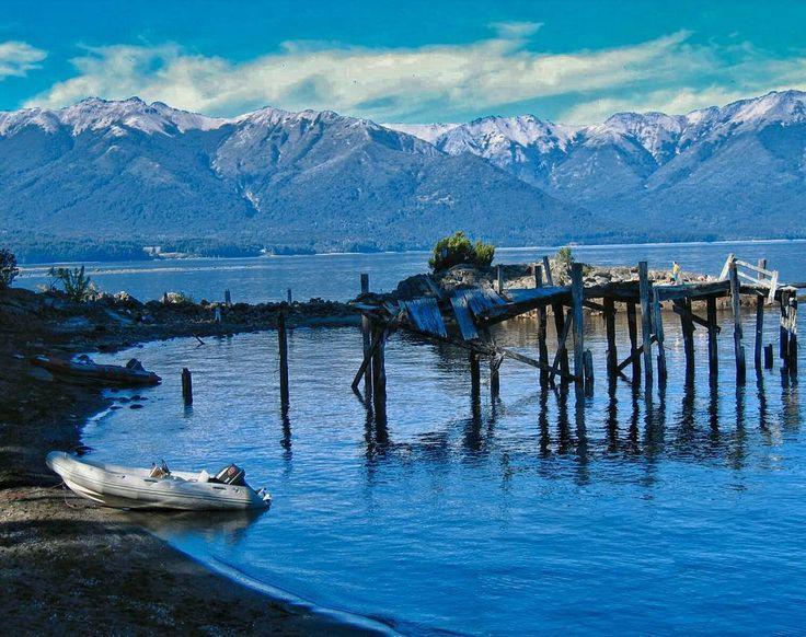 nelsonmochilero:  La primera vez que viaje a #Argentina entre por #Bariloche luego de estar unos días por la isla de #Chiloe en #Chile. Esta es una de las imágenes que mas marcaron esa gloriosa entrada en el #lago #NahuelHuapi Impresionante vista.  Mochileros.org/nelson