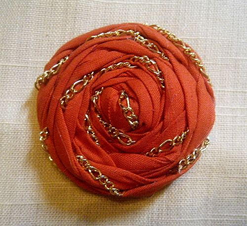 Great DIY Chain-Wrapped Rosette Tutorial