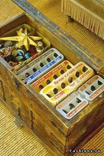 Простой способ хранения новогодних игрушек Простой и удобный способ хранения новогодних игрушек- в лотках из-под яиц! Особенно актуально для стеклянных шариков.