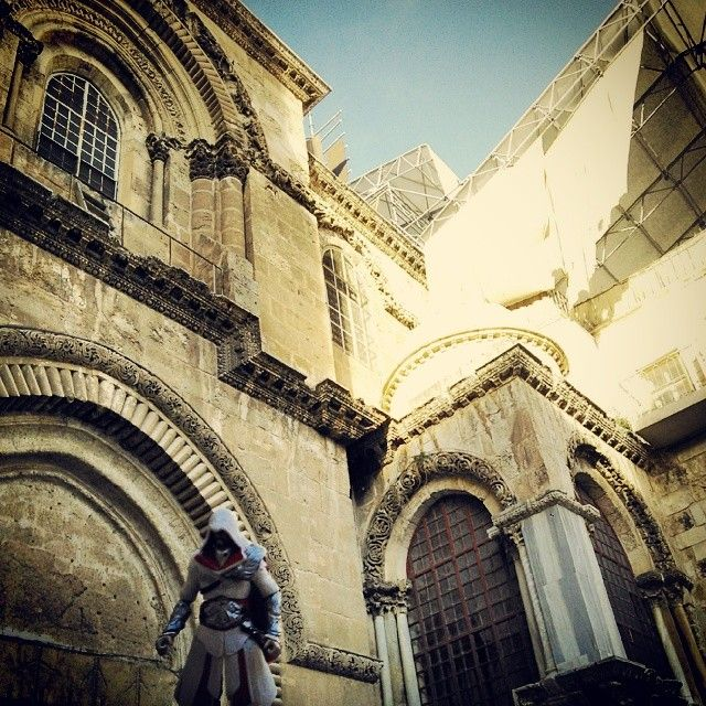 This does actually look like a beautiful place to climb... #Jerusalem #Israel #HolyLand #ChurchOfTheHolySepulchre #WhyDoIfeelLikeIveBeenHereBefore #DejaVu #AltairsFootsteps