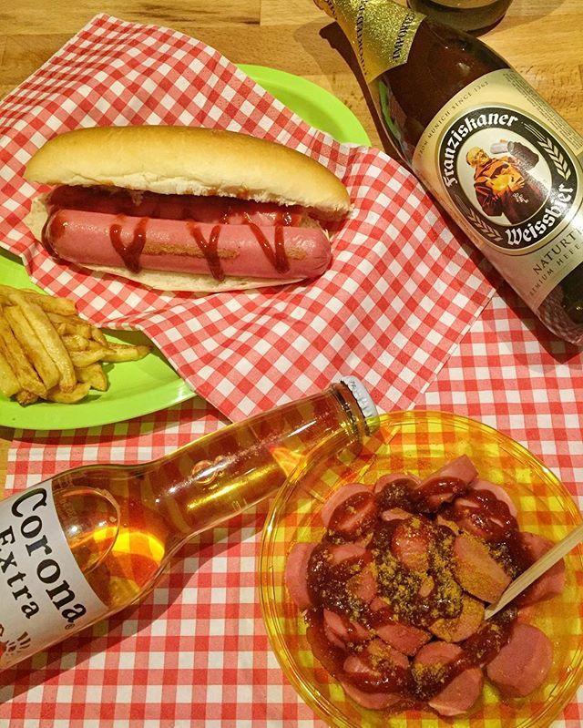 "Tutti noi abbiamo bisogno di credere in qualcosa: io credo che tra poco mi farò una birra…(Homer Simpson). 🍻🍺""OCKTOBERFEST HOME MADE"" #oktoberfest #homemade #birra #birre #wurstel #wurstfest #hotdog #currywurst #curry #salsabarbecue #patatine #germania #italia #pranzo #cena #lunch #dinner #food #guardolochef #foodporn #foodie #foodstagram #corona #franziskaner #beer #bier #bier🍻  Yummery - best recipes. Follow Us! #foodporn"