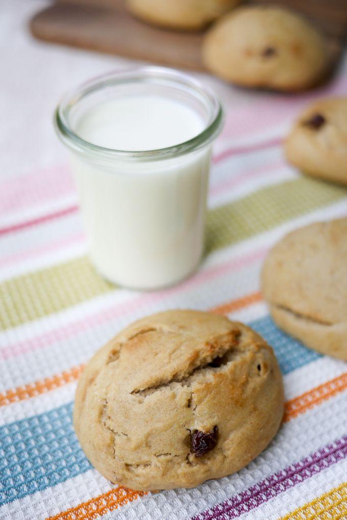 Gesunde Brötchen für Kinder mit Apfelmark, Dinkelmehl und Milch - Gaumenfreundin Foodblog #dinkelmehl #milchbrötchen #brötchenfürkinder #milchrezepte #brötchen #rezepte #rosinen