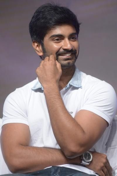 """chennai ungal kaiyil: Young actor Atharvaa playing the role of college student in his upcoming movie titled as """"Othaikku Oththa"""" directed by Barnesh. #MovieUpdates #Chennaiungalkaiyil.  Movie updates, Cinema Updates."""