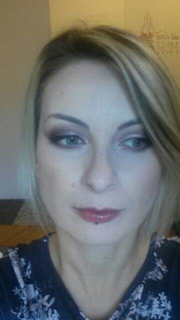 Dark Purple Bridal Makeup : Purple eyeshadow , wedding makeup , black liner Wedding ...