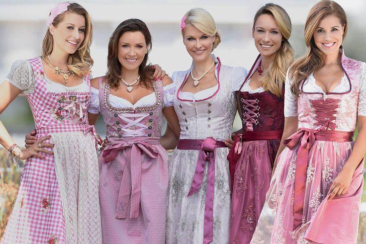 Verena Kerth, Simone Ballack, Natascha Grün, Christine Theiss und Karen Webb in den Dirndln von dresscoded.com