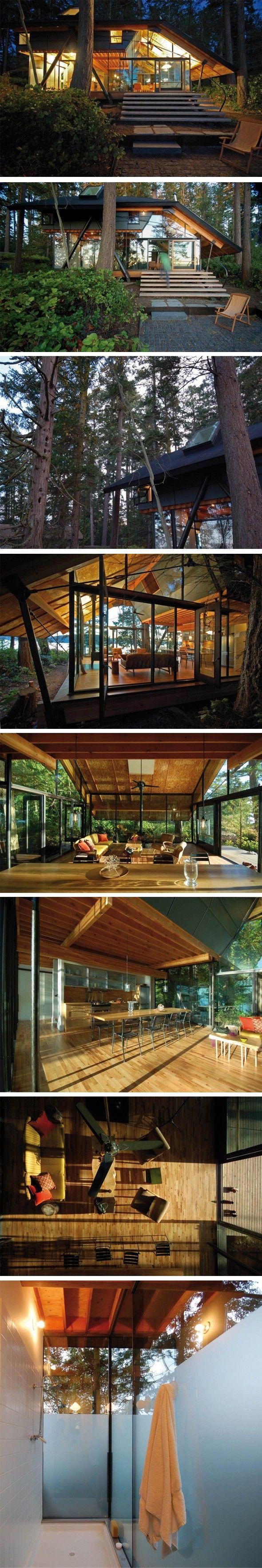 Charmante maison à Puget Sound, Washington Au milieu des bois et au bord de l'eau, cette maison est une ode à la nature et à son environnement. Conscient d