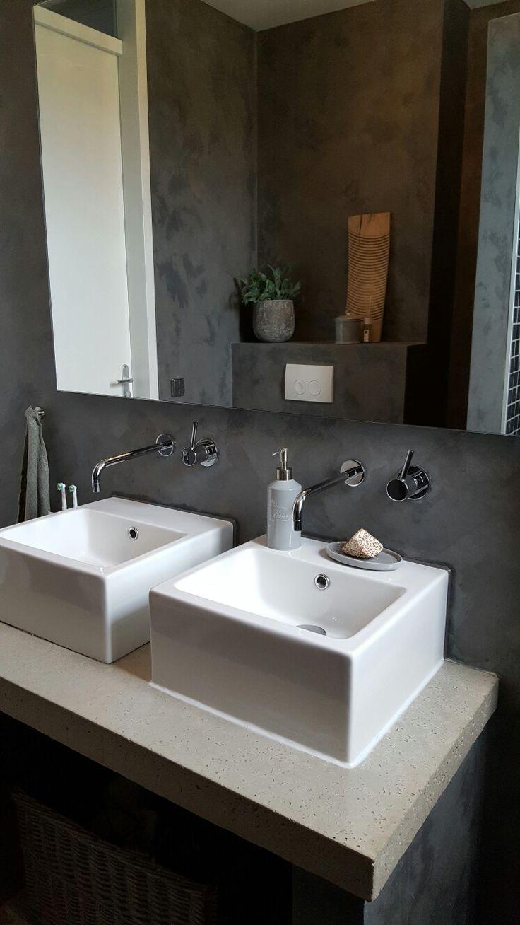 Badkamer #kalkverf #grey #pureandoriginal #landelijk #modern #badkamer #bathroom #smallbathroom