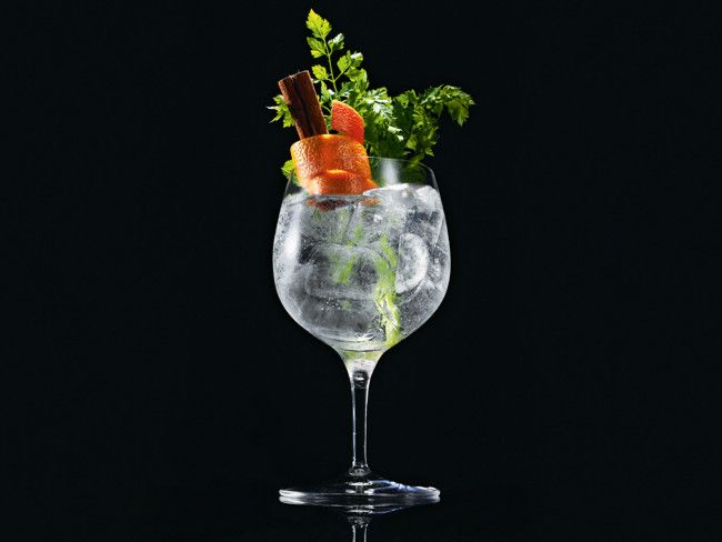 How to Make a Gin and Tonic  Mix 50ml of Plymouth Gin with 100ml of Fever-Tree Indian Tonic over plenty of ice. Garnish with grapefruit zest, parsley, grated Tonka bean and a cinnamon stick, and serve