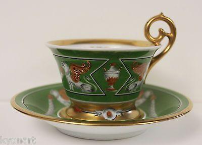Šálek na kávu * zelený zlatem zdobený porcelán, s ručně malovanými obrázky.