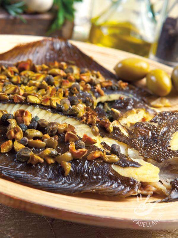 Baked turbot with olives and capers - Gustate il vostro Rombo al forno con olive e capperi nel menu settimanale e, se avete l'occasione, servitelo in pirofiline monoporzione a un buffet! #romboalforno