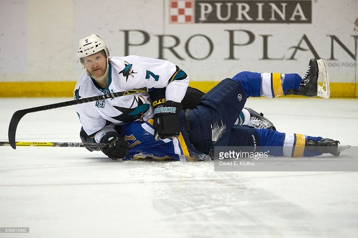 News Photo : San Jose Sharks Paul Martin in action vs St....