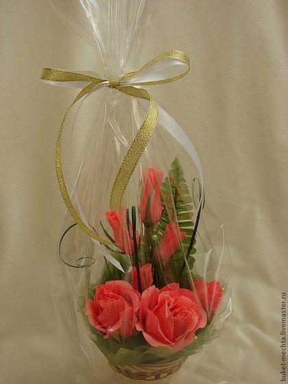 Купить или заказать Букет из конфет-мини розы в интернет-магазине на Ярмарке Мастеров. Композиция из роз. В букете конфеты осенний вальс и фундук в шоколаде. Цветовая гамма на Ваш выбор!