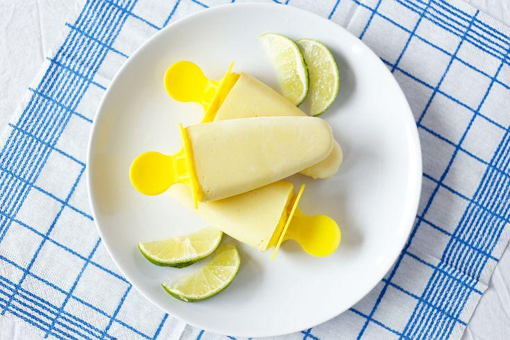 Smoothie- ispinne med tropisk smak av mango og kokos! Frisk, mild og søt – perfekt når sola varmer. Hjemmelaget ispinne med frukt kan nytes hver dag som en sunn snack eller mellommåltid. Hvorfor ikke spise en is etter trening, liksom? Både barn og voksne kan like dette. Isen er fri for de vanlige allergenene, så ...read more →