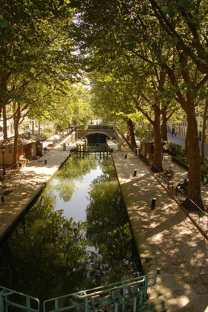A boat ride on the Canal St Martin in Paris is a wonderful experience in Autumn. Image: Canal St Martin by Sylvain Bourdos, via Flickr
