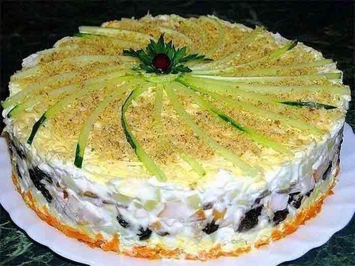 Салат куриный торт