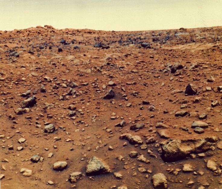 21st July 1976: The first colour photograph taken on the surface of the planet Mars, by the Viking 1 probe. (Photo by MPI/Getty Images)