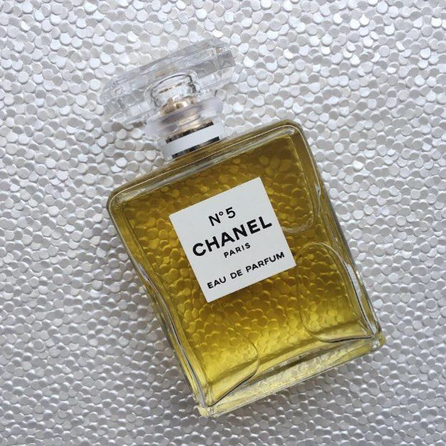 Did you know Chanel No. 5 is 96 years old?!? Crazy, right? And it was basically created when the perfumer overdosed one of the ingredients! Chanel No. 5 perfumes and bath and body products are available to buy online from Australian stockist Kiana Beauty Melbourne. And with free delivery over $50, and free gift wrapping, we've got you covered.