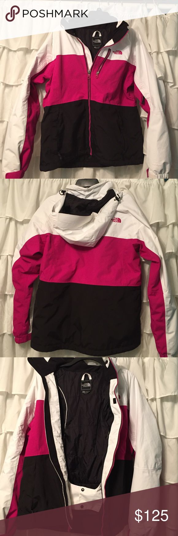 North Face Ski Jacket🏂⛷🎿 Beautiful North Face Ski Jacket (Hyvent) worn one season,in excellent condition 💕⛷🏂 The North Face Jackets & Coats