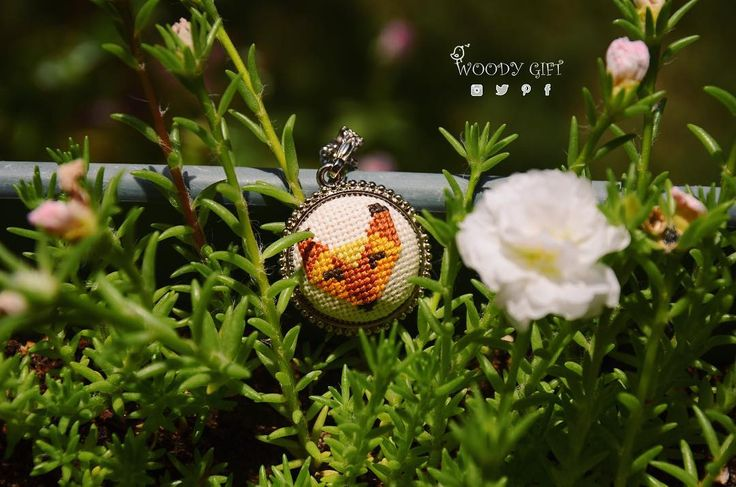 🍀El yapımı etamin kolye 🍀 Handmade cross - stitched jewelry with cute fox 🐾 #woodygift#crossstitch#crossstitching#crossstitcher#crossstitchland#handmade#handmadejewelry#embroidery#embroideryart #elyapımı#kanaviçe#kanavice #gittygidiyor#ebay#etamin#handmadelove #turkeyl#love #instagood#stitching#needle #needleart #needlework #flowers #threads #handmadejewelry #mücevherler #fox #modernart