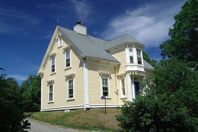 House with 'Lunenburg bump'.