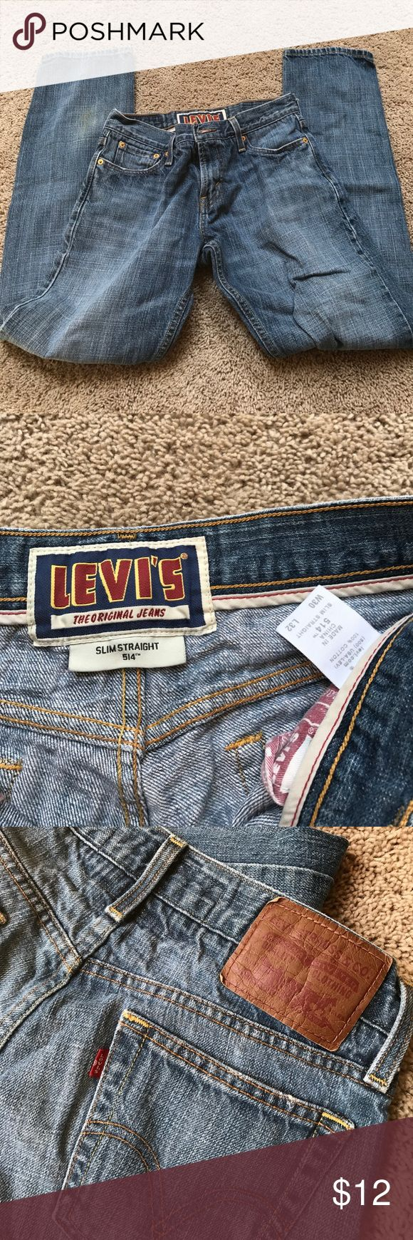 Levi's 514 jeans 30x32 Levi's 514 jeans 30 waist 32 length. Good condition except for a mark/stain on back of leg shown in last picture. Levi's Jeans Straight