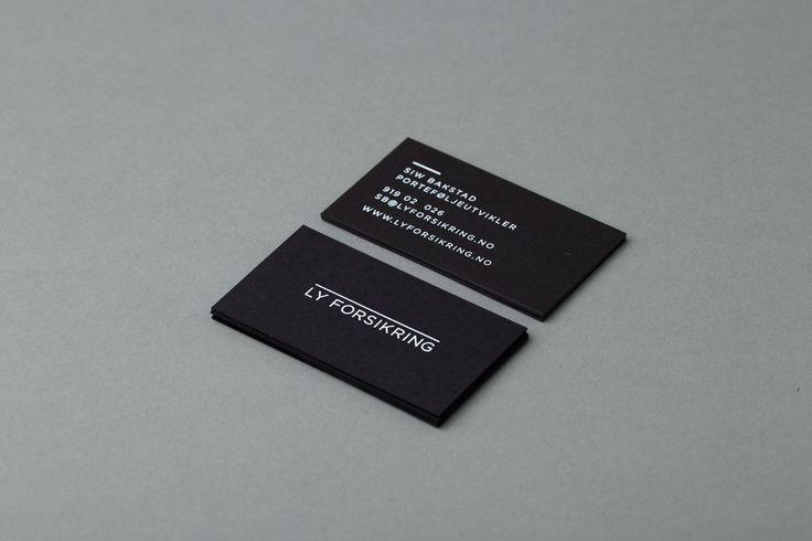 LY FORSIKRING - Hvitt silketrykk på sort kartong.  #visittkort