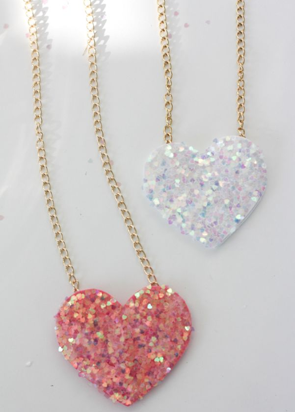 Get instructions for these adorable necklaces using Martha Stewart Crafts Glitter from The Alison Show! #marthastewartcrafts #12monthsofmarthaValentine'S Day, Diy Heart, Valentine Day Gift, Heart Necklaces, Discos Heart, Martha Stewart Crafts, Diy Glitter, Glitter Heart, Diy Discos