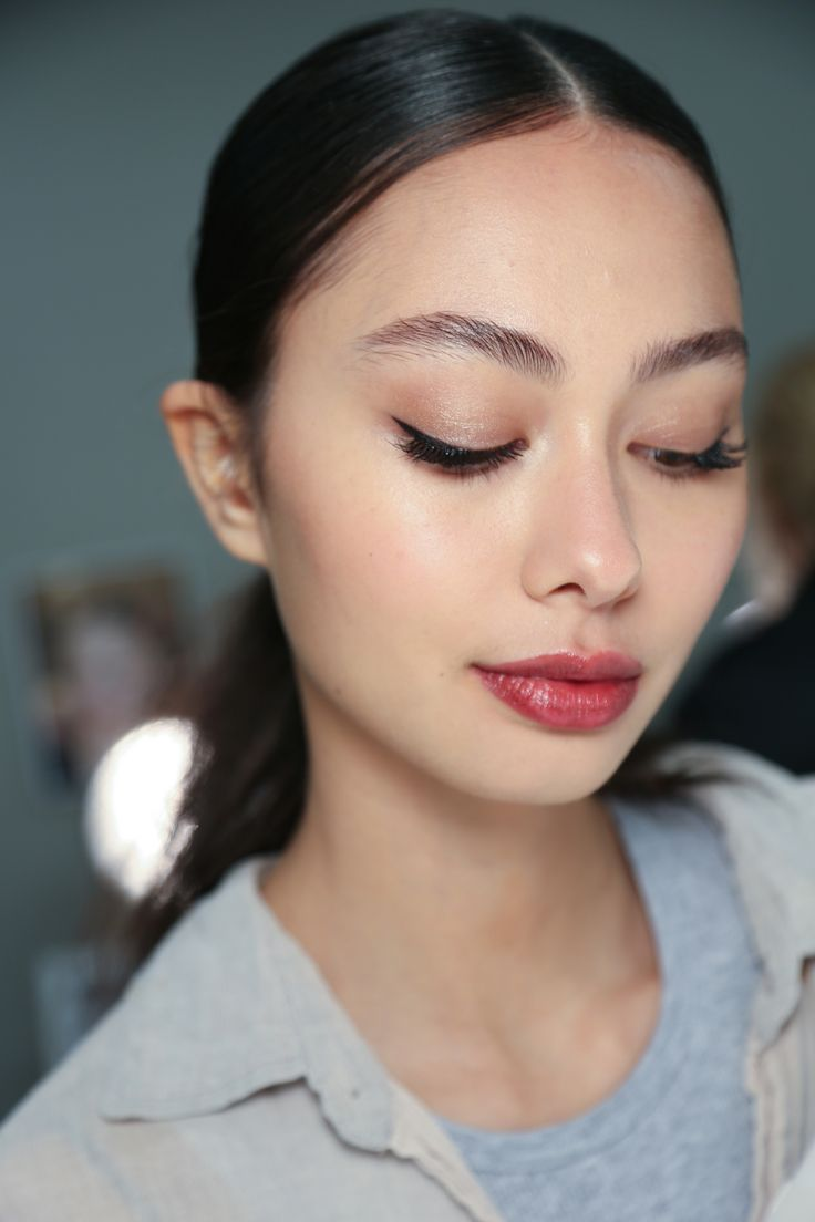how to make eye makeup stay on all day