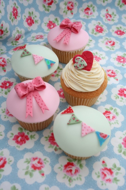 Cath Kidston inspired cupcakes - katiescupcakes via Flickr