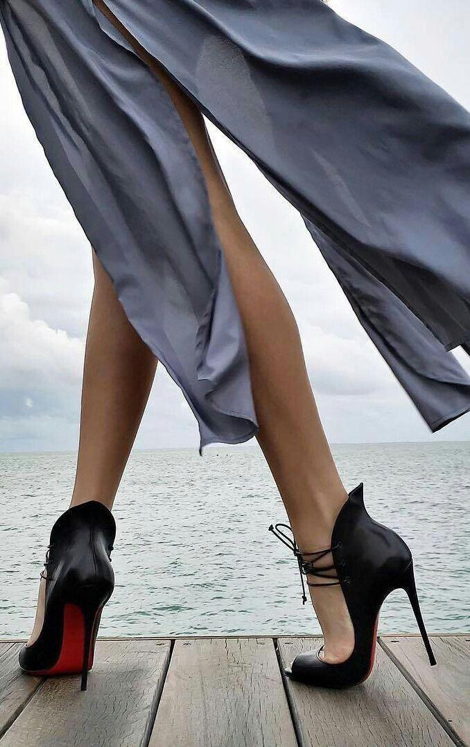 Pin di Amy Cap. ♥️ su Those Shoes   Scarpe louboutin