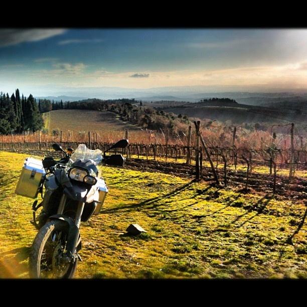 a giro nel Chianti #motorrad #motorbike #chiantishire #chianti #toscana #rik_traveller #followme #tuscan #bmw #instaphoto - @rik_traveller- #webstagram