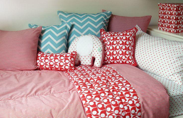 Mucho Amor  Set de ropa de cama y baño para bebes y niños.  http://charliechoices.com/muchoamor/