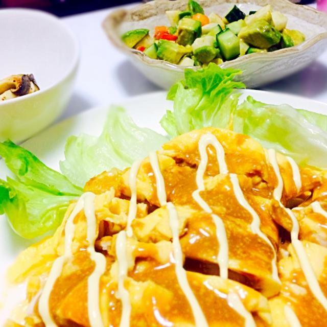 「カフェごはん4」より。 副菜は、アボカド、トマト、きゅうり、長いものサラダとエリンギのバター炒め。 - 10件のもぐもぐ - 鶏むね肉のふわふわ焼き by knyaa