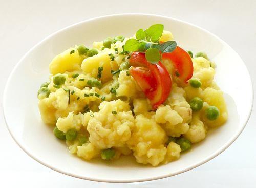 Dusené zemiaky s karfiolom a hráškom, recept | Naničmama.sk