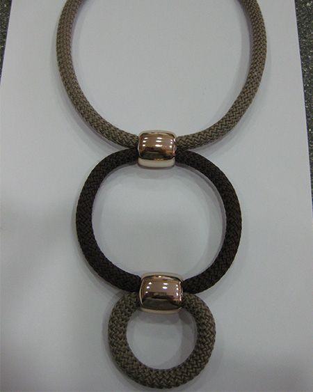 NECKLACE BROWN AND IVORY