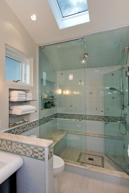 Contemporary bathroom using Oceanside recycled glass as a border.