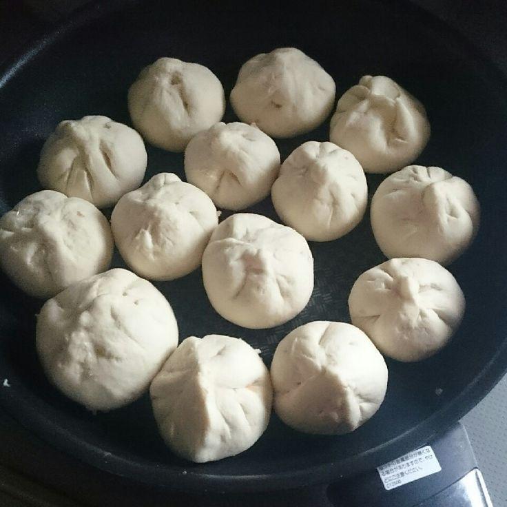 肉汁溢れまくり~♪フライパンであっという間に焼き小籠包♪ |しゃなママオフィシャルブログ「しゃなママとだんご3兄弟の甘いもの日記」Powered by Ameba