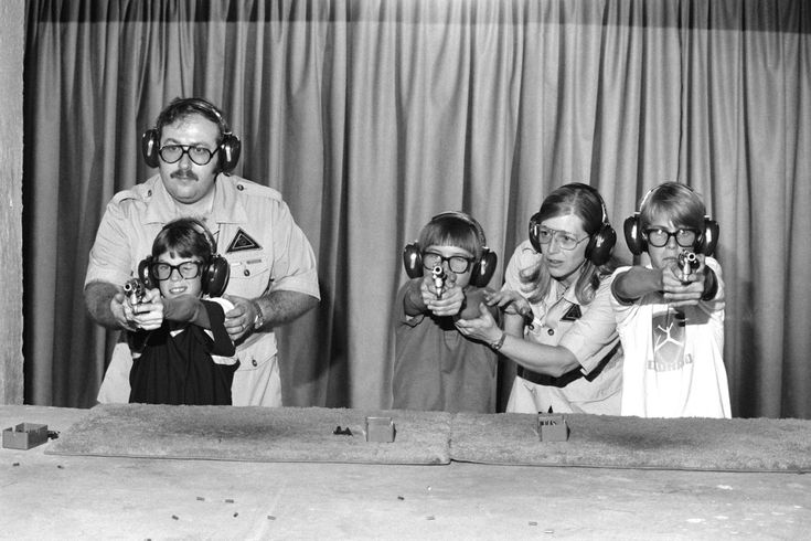 Jean-Pierre Laffont, 1981, Children are taught how to handle firearms at a special school in College Station, TX, created by retired colonel Sid Loveless