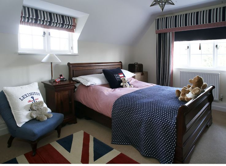 Red and navy setting off classic sleigh bed.