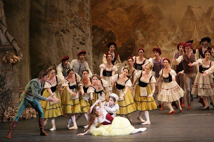 galina-ulanova:  Svetlana Zakharova as Giselle and Yelena Bukanova as Berthe in Giselle (Bolshoi Ballet)