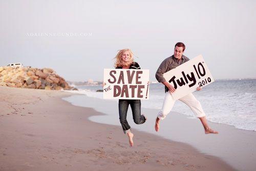 Save-the-dates fotográficos são simpáticos e podem seruma opção mais fácil para os noivos já que não envolve necessariamente o trabalho de um designer grá