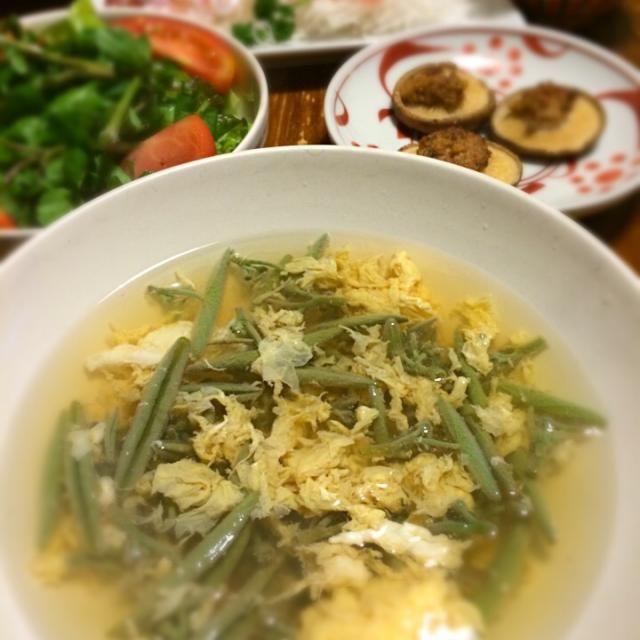 じゅんさい、3日目。今夜はスープに。 - 10件のもぐもぐ - じゅんさいのかき玉スープ、クレソンのサラダ、椎茸みそマヨ焼き、金目刺身 by raku0dar