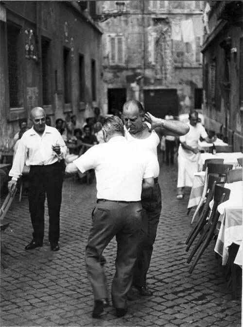 Dancing in the streets of Rome. Vicolo del Leopardo Salterello, Tratevere (1950s) photographed by Italian photographer Emilio Gentilini. via forno