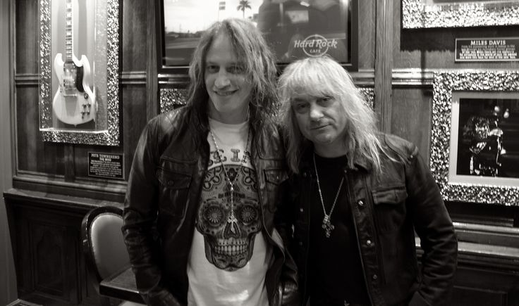 "Today, Nic Maeder & Leo Leoni de Gotthard étaient en promo au Hard Rock Cafe Paris pour leur nouvel album "" Bang! ""  Leur message : http://www.youtube.com/watch?v=ppeB3f8nkMY   Venez écouter "" Feel What I Feel "" : https://soundcloud.com/replica-promotion/replica-promotion-with-18"